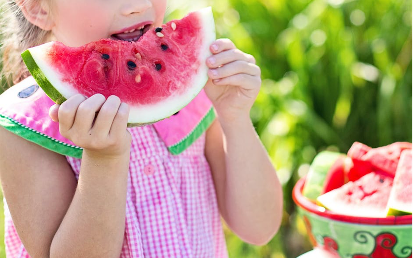 How to Help Your Child Form Healthy Eating Habits